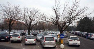 piazzale berlinguer parcheggiatore abusivo
